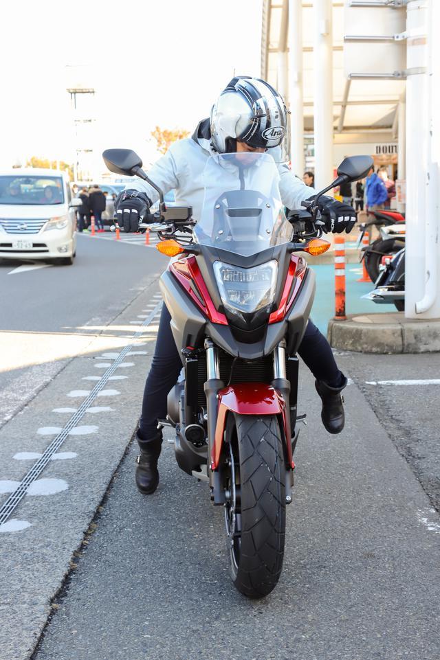 画像: ーーNCのエンジンはものすごく前倒しに搭載されてるんだけど、何か普通のバイクとの違いは感じた?