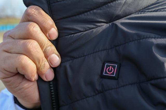 画像: ボタン長押しでON/OFF 温度調整が3段階でできます