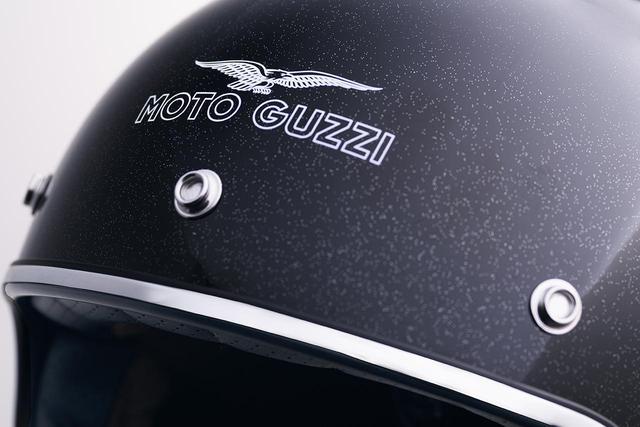 画像: 「MOTO GUZZI」の純正ジェットヘルメットが全国のモト・グッツィ正規販売店で販売開始 - webオートバイ