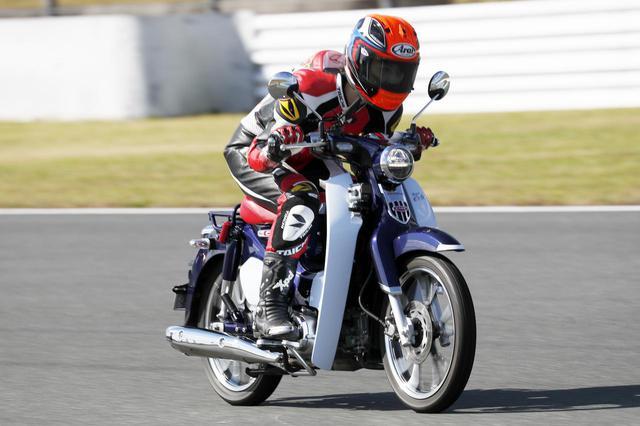 画像: 【最高速調査】ホンダ「スーパーカブC125」は時速何キロ出るのか? 大関さおりが最高速アタックに挑戦! - webオートバイ