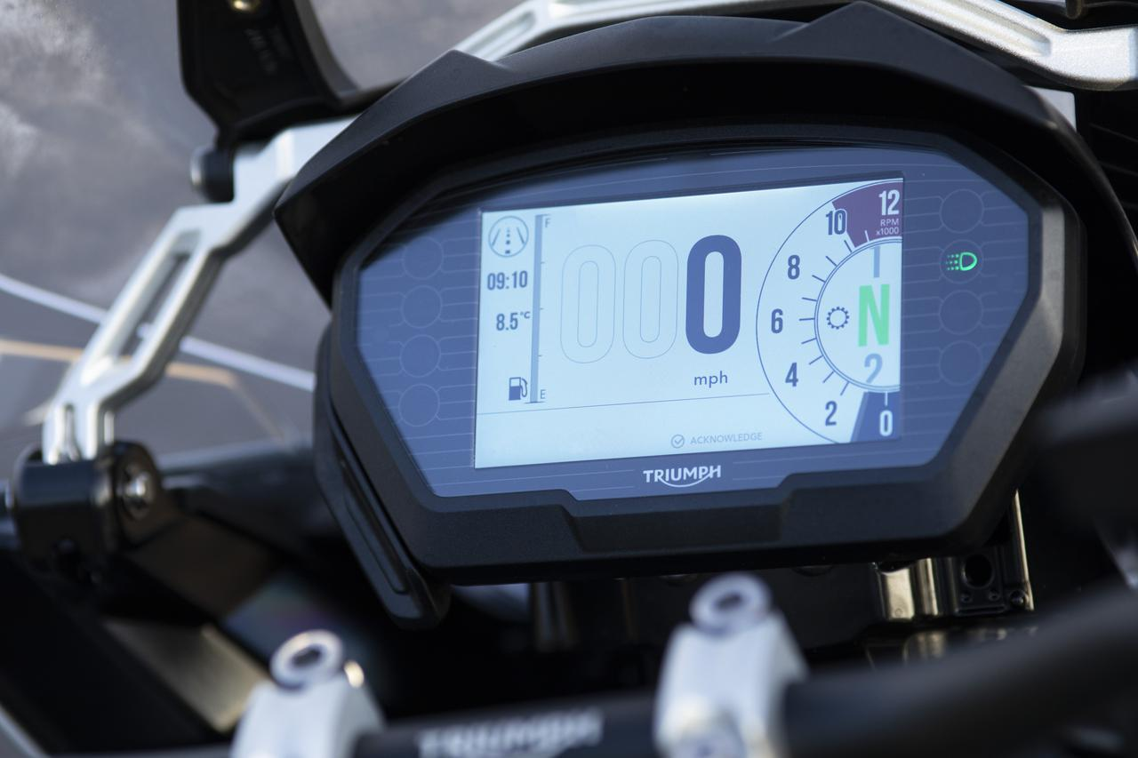 画像2: 【ニューモデル】トライアンフのフラッグシップ・アドベンチャー「TIGER 1200 DESERT スペシャルエディション」が2020年春に発売されます!