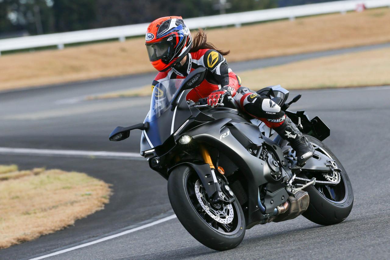 画像2: 続いてはドキドキのYZF-R1で試乗! BATTLAX RACING STREET RS11