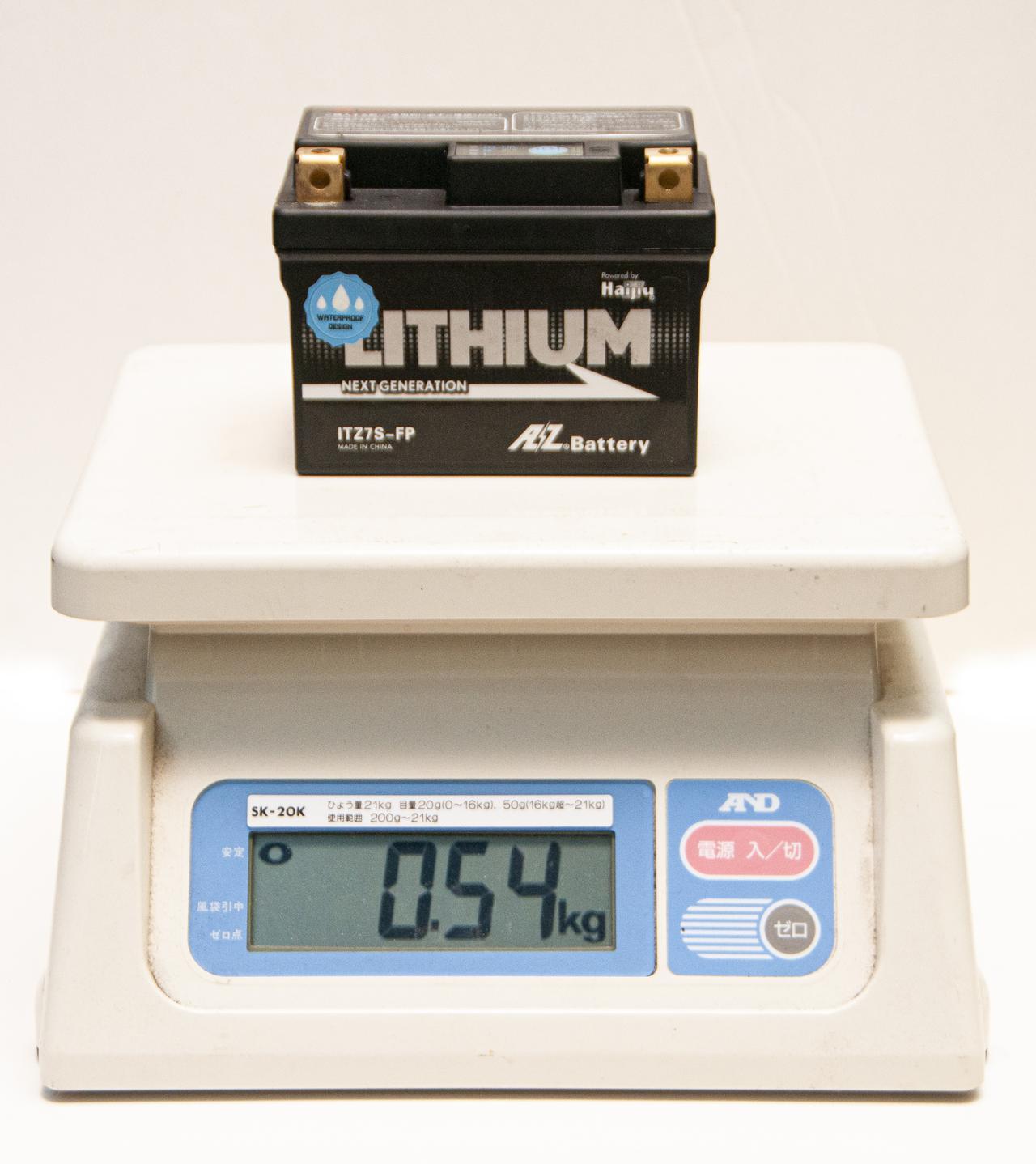 画像2: 純正バッテリーとリチウムイオンの「重さ比較」