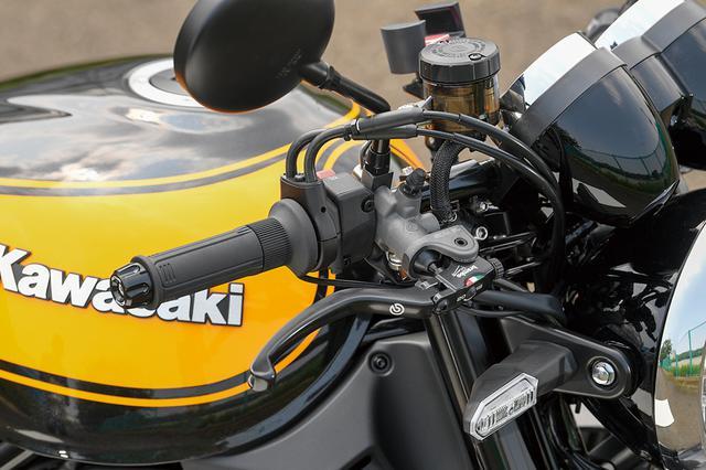 画像: フロントマスターシリンダーは、ブレンボ・ラジアルポンプのRCS(オプションメニュー)を装着。ミラーは丸型のZ2タイプショートミラーで、セパハンに似合うデザインだ。
