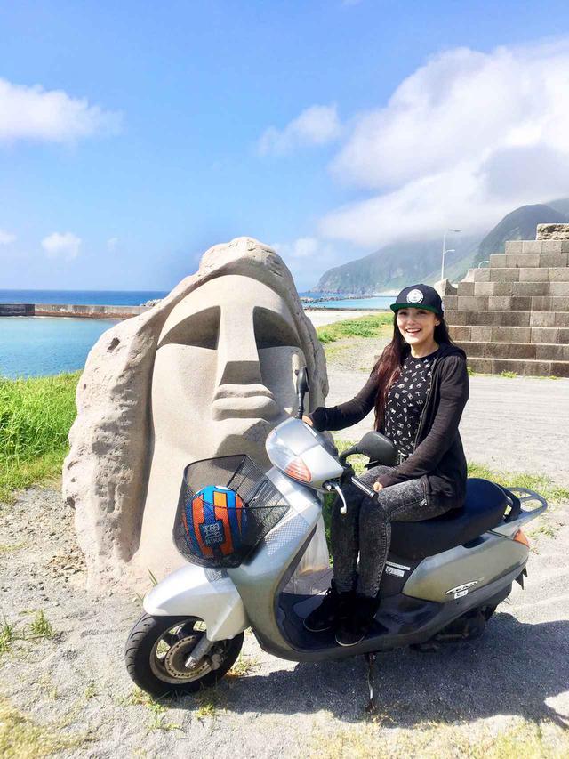 画像: 新島レンタルバイクツーリング、青い海と空に導かれる旅。まるでパルテノンな温泉にも入ってきました!(福山理子) - webオートバイ