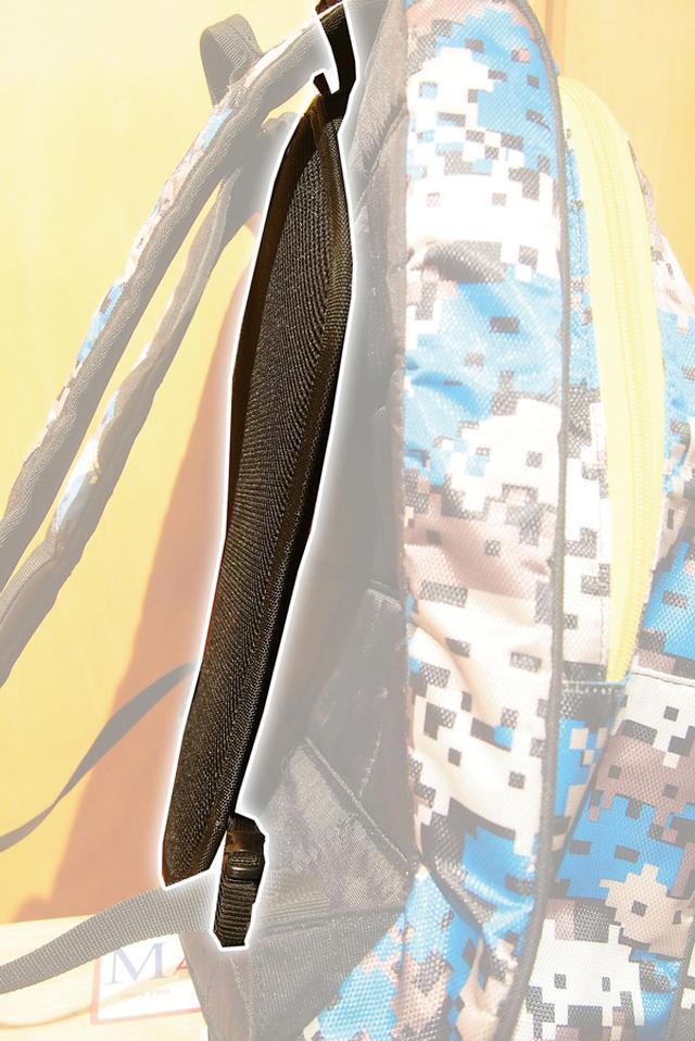 画像: こちらが実際の装着イメージ。カラーもブラックで目立ちにくく、何より重量が軽いのも嬉しい。脊髄パッド用ポケットのあるライディングジャケットにも転用可能となっている。