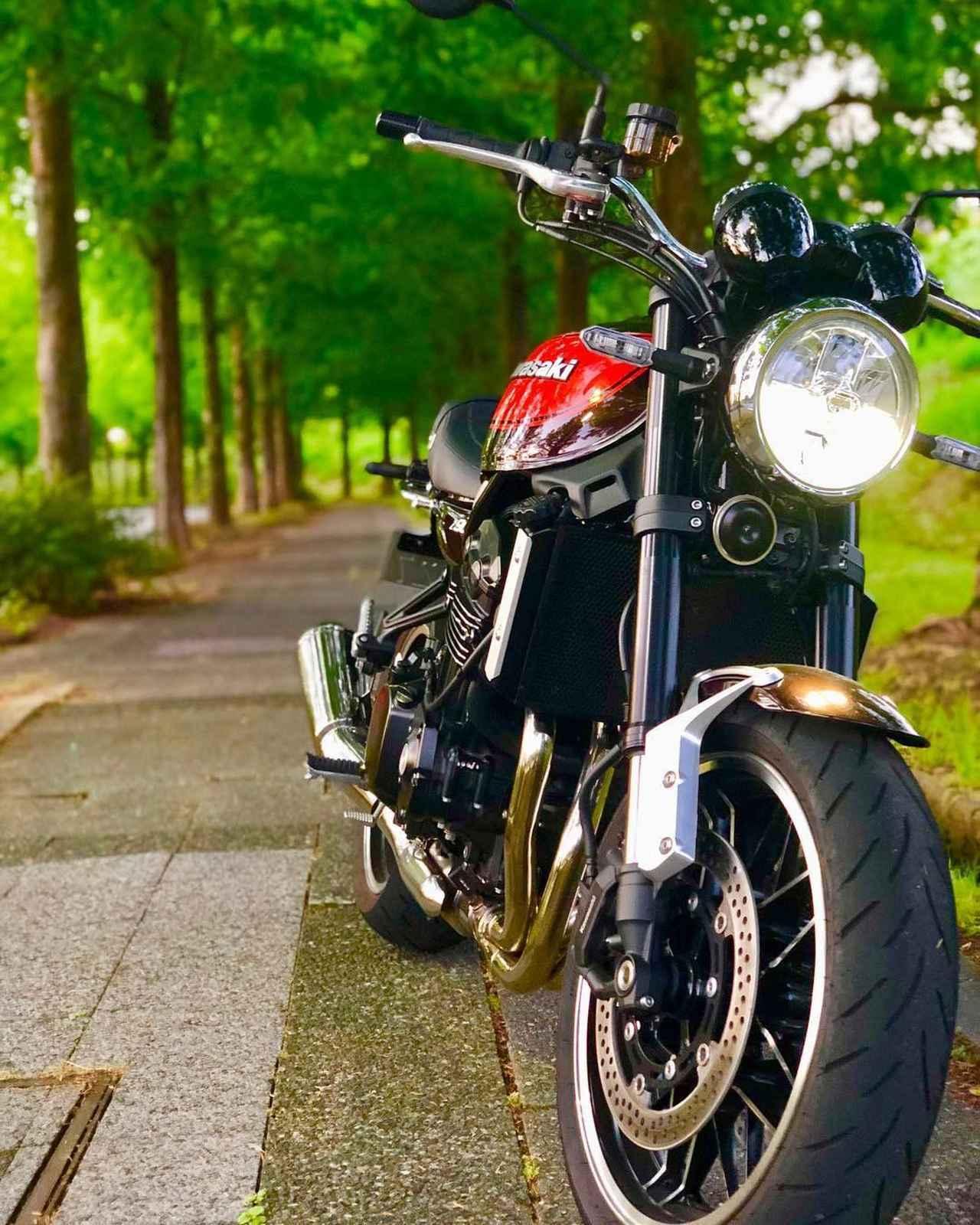 """画像1: gravity of kawasaki on Instagram: """"美しい見た目と男らしいエンジン音が融合したカワサキ Z900RS。 クラシカルな雰囲気と特有の光沢を放ちながら走る姿は、まるで炎が走り抜けていくようです! ・ こちらの素敵なお写真を撮影された @yu bike さんの愛車への想いをインタビューしました!…"""" www.instagram.com"""
