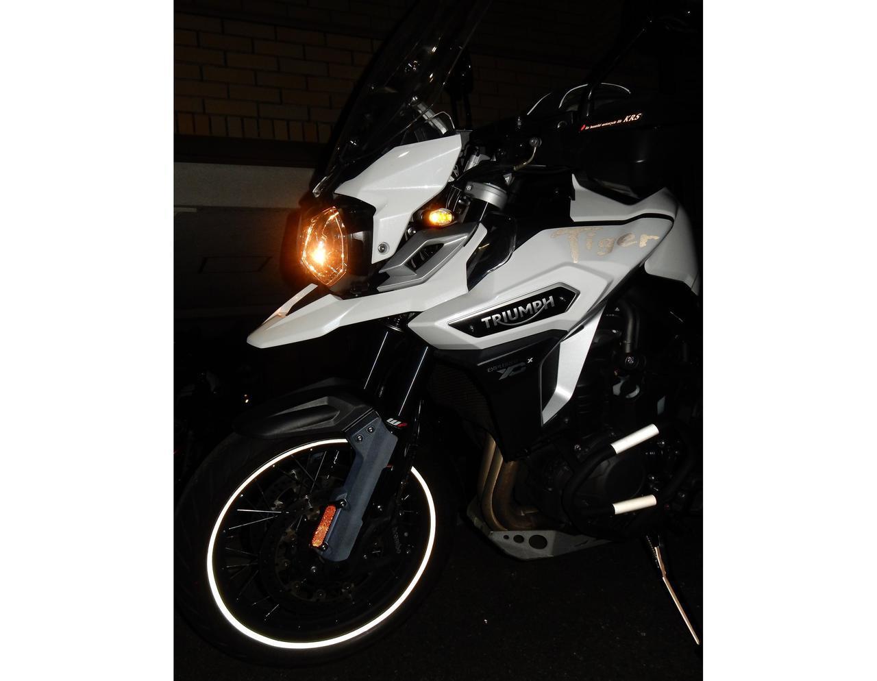 画像: 「反射材」で防げる事故がある。バイクやクルマにおける効果的なリフレクターの貼り方とは?【柏秀樹持論・第2回】 - webオートバイ