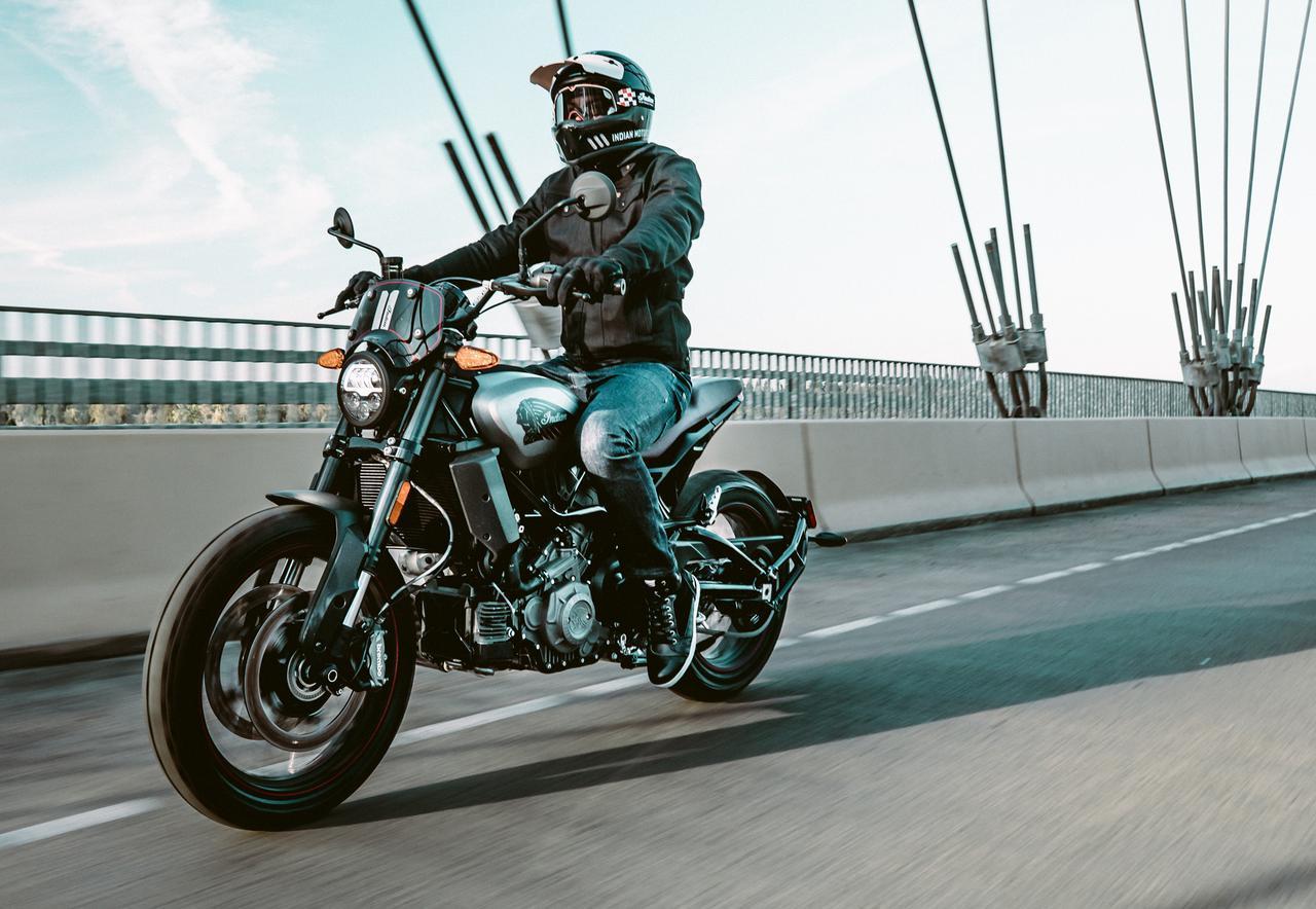 画像: インディアン「FTR1200」にブロックタイヤやアップハンドルを装備したラリー仕様が登場! - webオートバイ