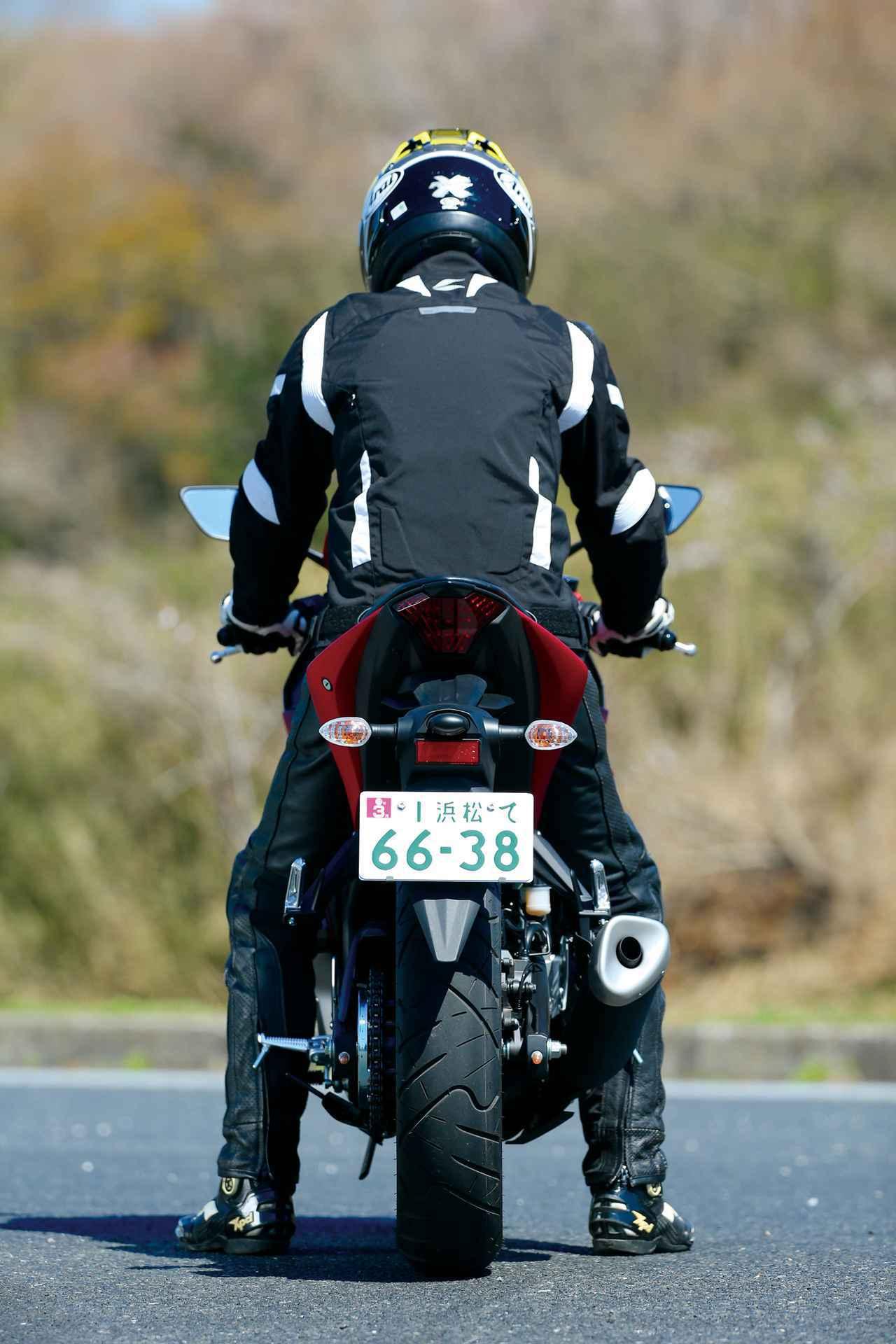 画像2: 【250ccスポーツバイク比較検証】Ninja ZX-25R・CBR250RR・YZF-R25・Ninja250・GSX250R〈装備・メーター・足つき性編〉