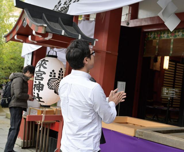 画像: まずは参拝。平日の雨上がりにも関わらず、多くの参拝客が訪れていたことからも、來宮神社がたくさんの信仰を集めていることがわかります。