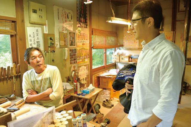 画像: タイミングが良ければ、こけし村の敷地内にある工房で、職人さんの作業を見学する事が出来ます。職人さんの手元を近くで見れたり、伝統工芸に携わる人に直接お話を伺えたのは、いい経験になりました。
