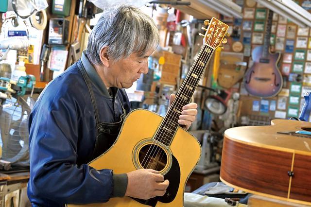 画像: ここはリペアコーナー。毎日全国から修理依頼のギターが届きます。
