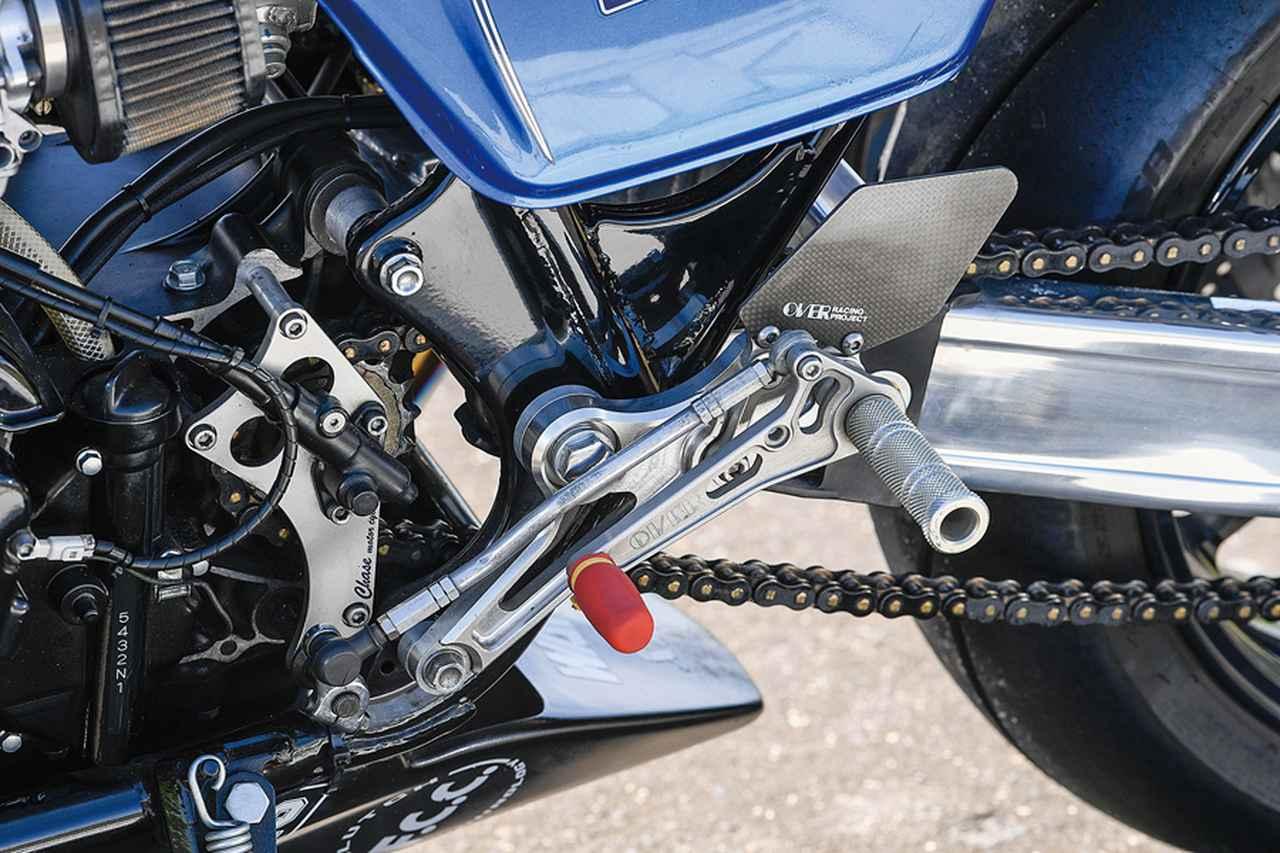 画像: ステップキットはオーヴァーレーシング製。サーキット走行仕様とあって、アンダーカウル(ベリーパン)も装着されている。