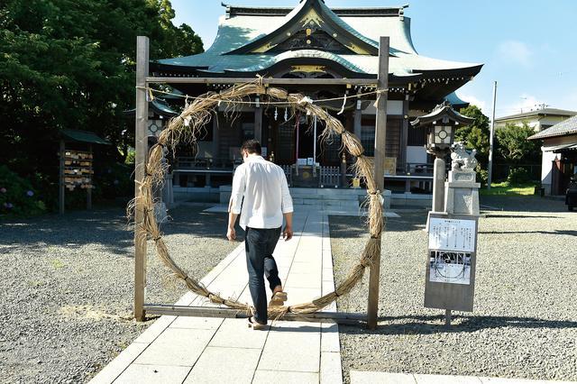 画像: 昨年の今頃、神社拝走記で訪れた神社にも茅ノ輪がありましたね。この丸いものが、一般的な形。