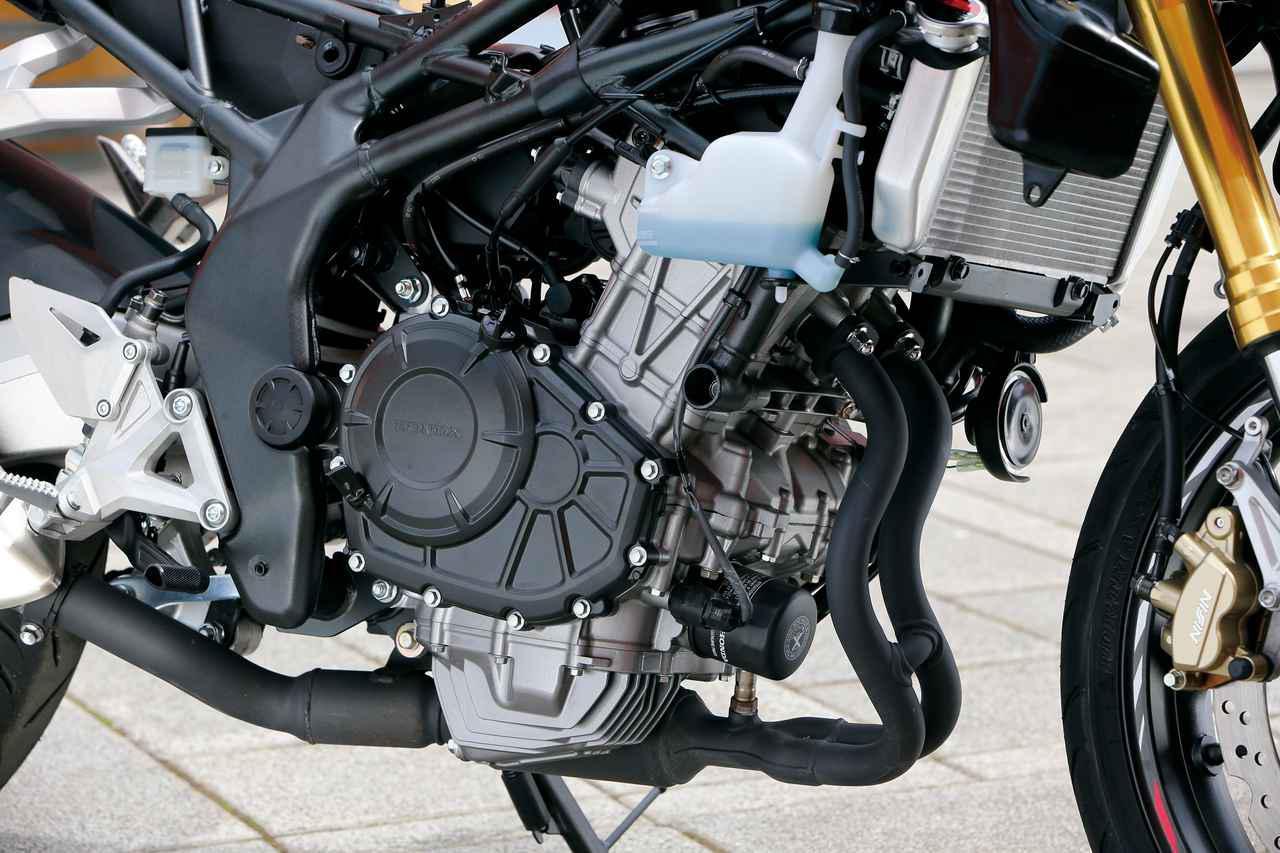 画像: もっとも完成された高性能DOHCツイン。クラス最高の38PSを12500rpmで発揮する。