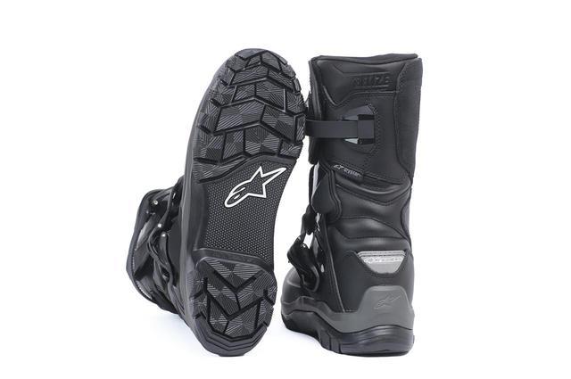画像: 足首回りの保護性能と動きやすさを両立した仕上がりがアルパインスターズらしいところ。ソールは独自のパターンを採用している。