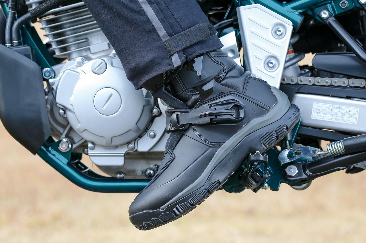 Images : 1番目の画像 - 「全天候型でしかも歩きやすい! アドベンチャー・ツーリングにちょうどいいアルパインスターズ「ベリーズ ドライスター ブーツ」」のアルバム - webオートバイ