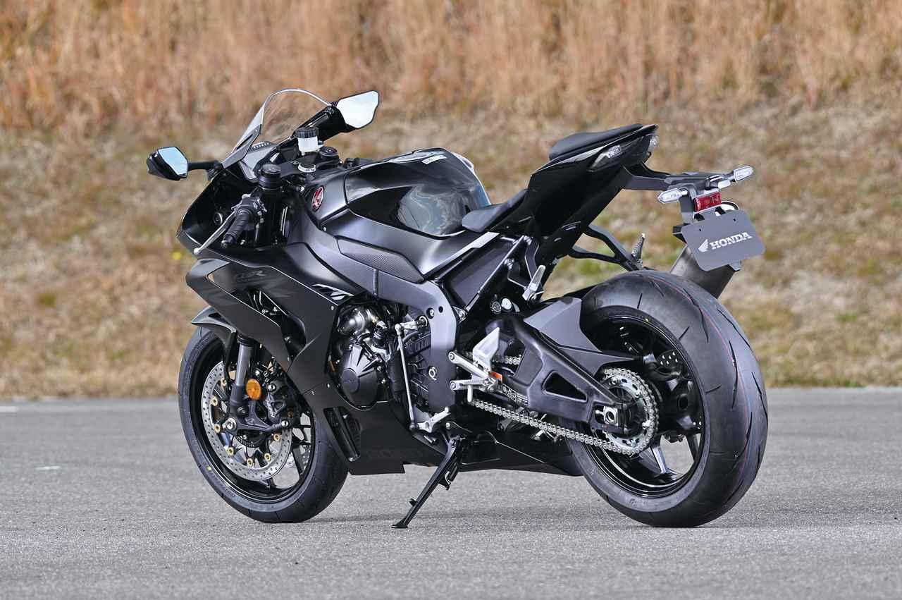 Images : 20番目の画像 - 「【CBR1000RR-R徹底攻略①】ついに日本降臨!! 史上最強CBR、スタンバイ完了!<スタイリング編>」のアルバム - LAWRENCE - Motorcycle x Cars + α = Your Life.