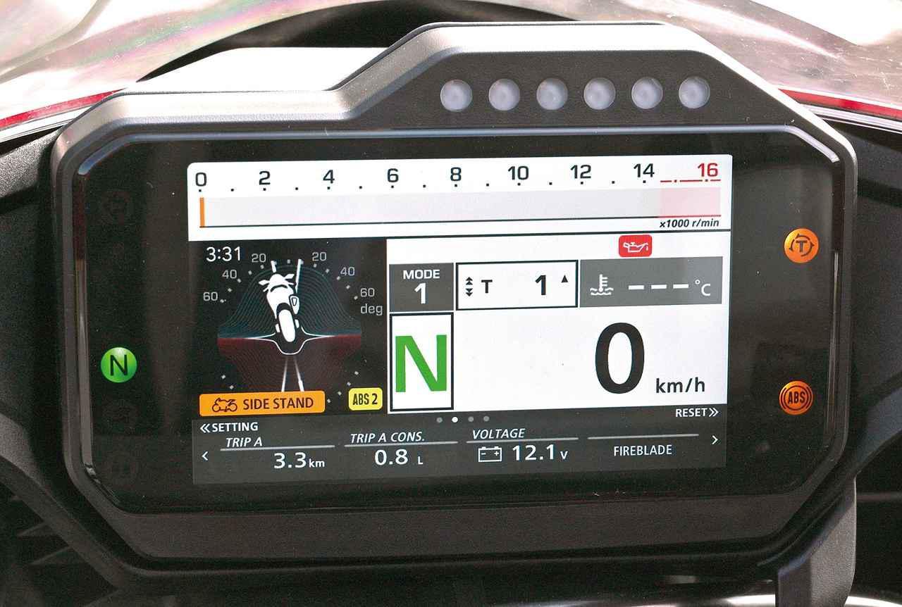 画像: IMU情報により車体の傾きまで表示するハイテクモード。車両の動きを把握しやすい。