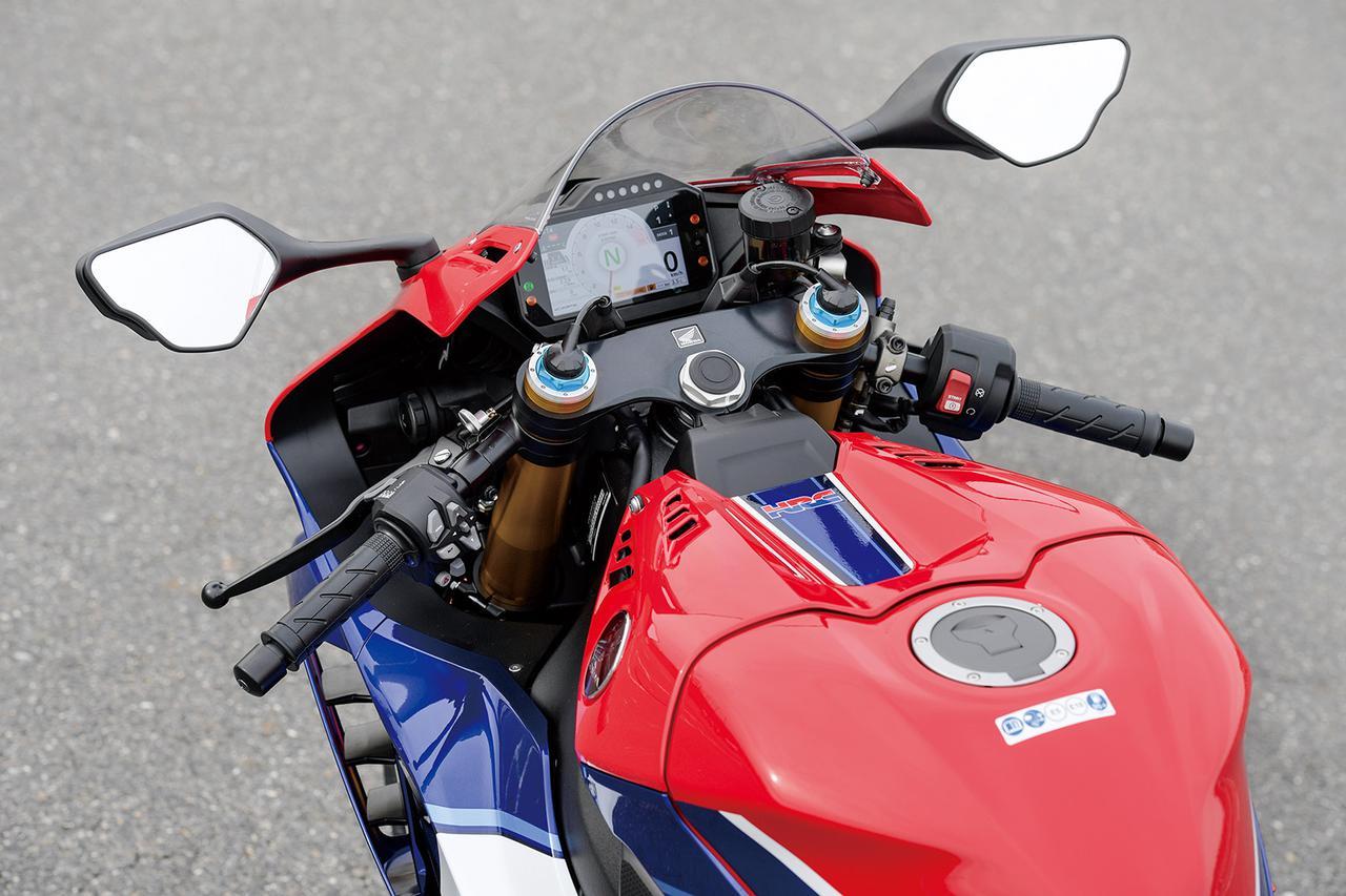 Images : 9番目の画像 - 「【CBR1000RR-R徹底攻略①】ついに日本降臨!! 史上最強CBR、スタンバイ完了!<スタイリング編>」のアルバム - LAWRENCE - Motorcycle x Cars + α = Your Life.
