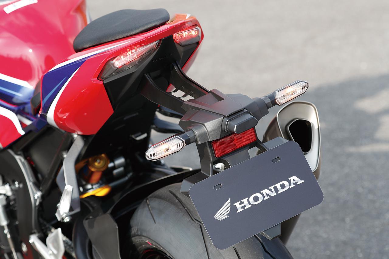 Images : 3番目の画像 - 「【CBR1000RR-R徹底攻略①】ついに日本降臨!! 史上最強CBR、スタンバイ完了!<スタイリング編>」のアルバム - LAWRENCE - Motorcycle x Cars + α = Your Life.