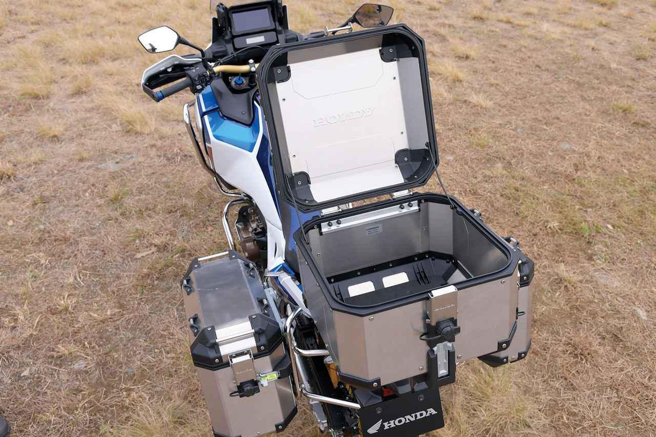 画像: 42Lのトップボックスはフルフェイスを1個収納可能。堅牢なアルミ製で、ワンキーシステムにも対応。7万7000円。