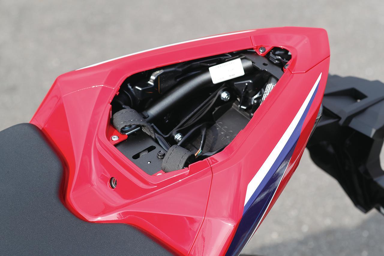 Images : 4番目の画像 - 「【CBR1000RR-R徹底攻略①】ついに日本降臨!! 史上最強CBR、スタンバイ完了!<スタイリング編>」のアルバム - LAWRENCE - Motorcycle x Cars + α = Your Life.