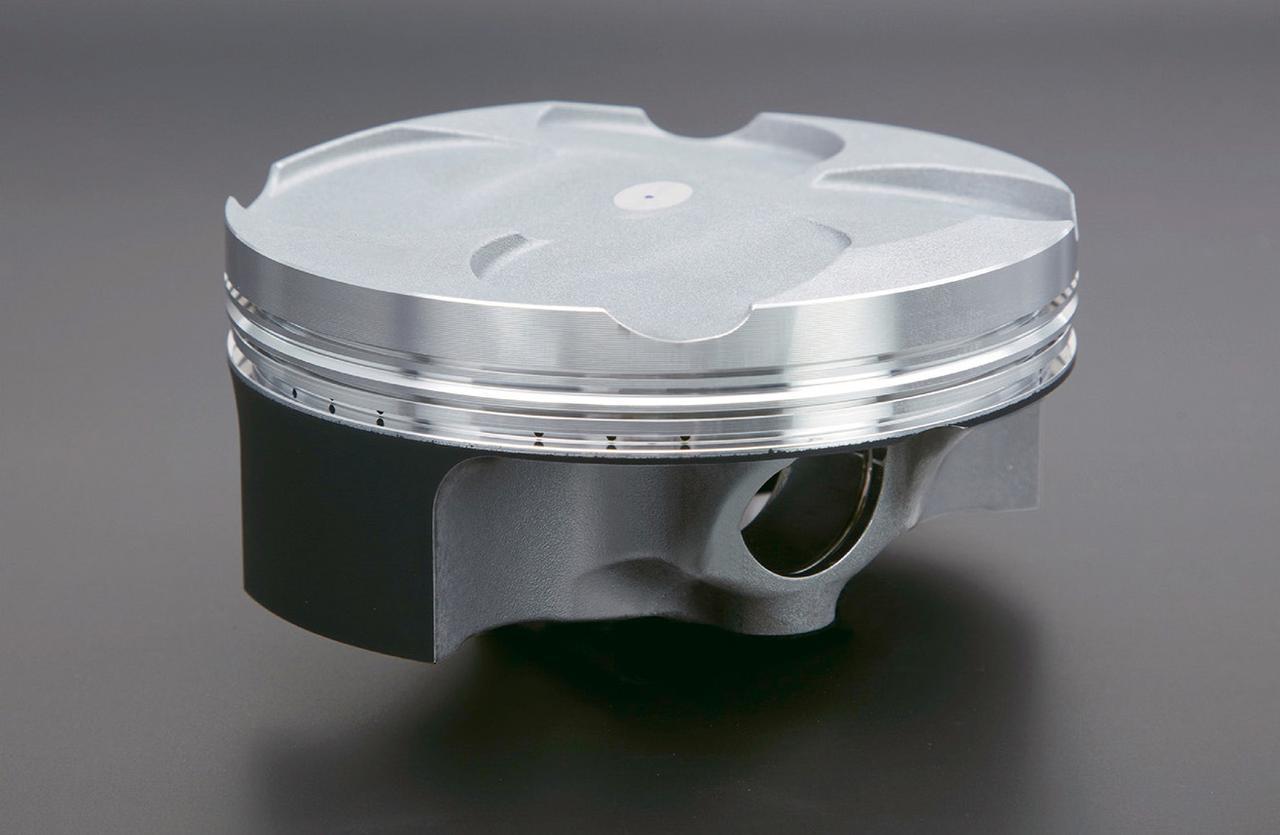 画像: ピストンはボア・ストロークだけでなく、表面処理や製法までRC213Vと同じものを採用。