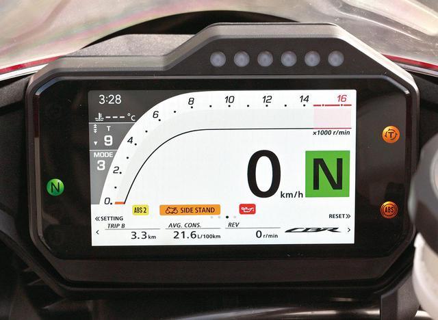 画像: タコメーターをバーグラフ表示する、SSらしいデザインのモード。速度計も大きい。