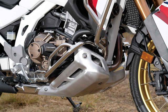 画像: スキッドプレートの上には腐食に強いステンレス製パイプのエンジンガードを取り付け可能。価格は3万5200円。