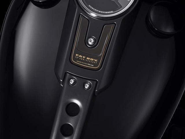 画像3: 『ターミネーター2』でも話題となったハーレーダビッドソン「ファットボーイ」の30周年記念モデルが登場!