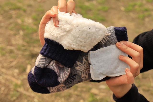 画像: 裏はモコモコ。使い捨てカイロとセットで使えば、より強力なんだとか。足が冷たいのはつらいですからねえ。