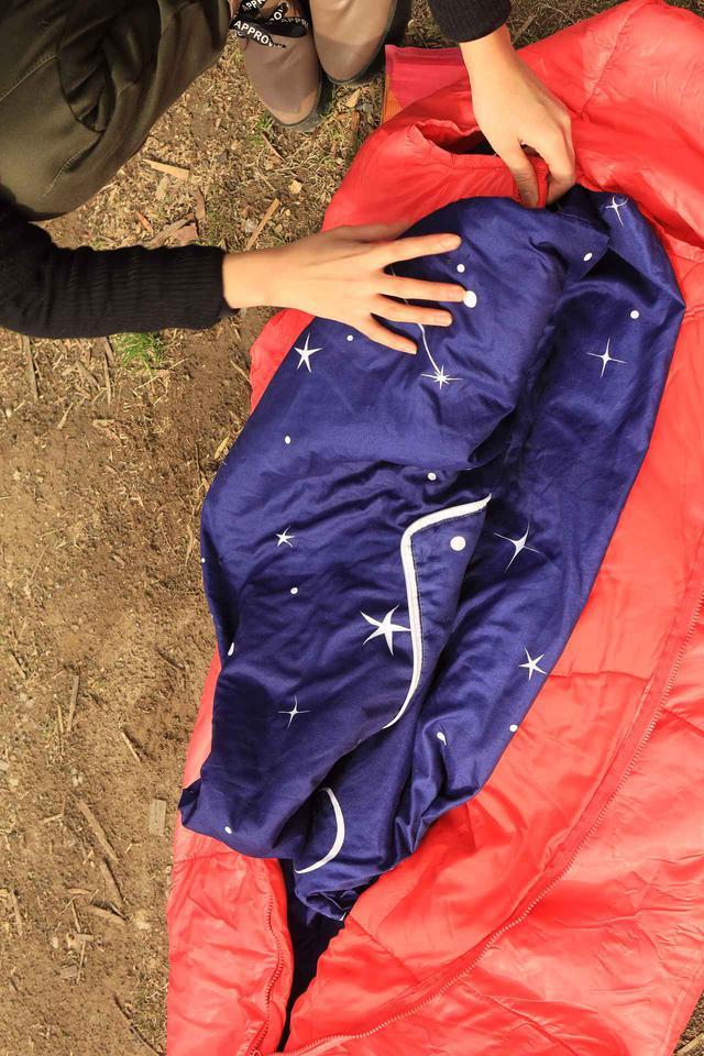 画像3: 寝袋を重ねて、最後にシュラフカバーです。