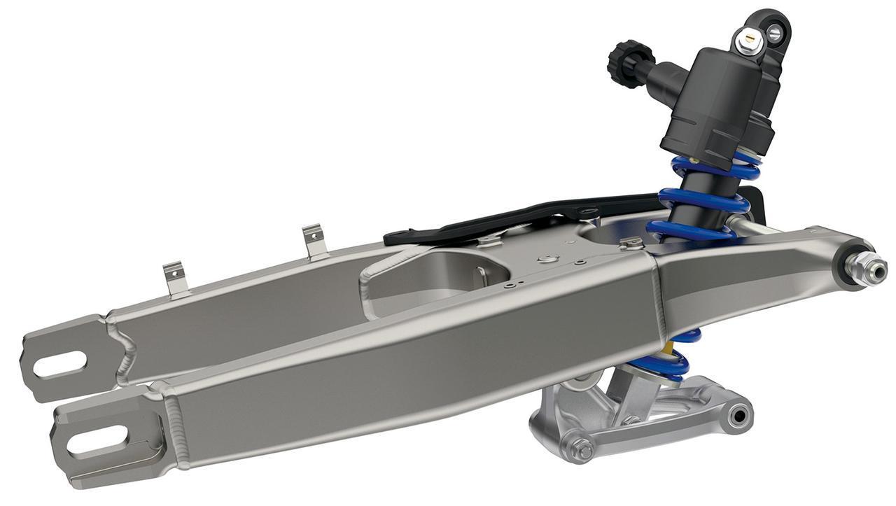 画像: CRF450Rと同じ、アルミ製の高剛性スイングアームを採用、単体で500g軽量化。