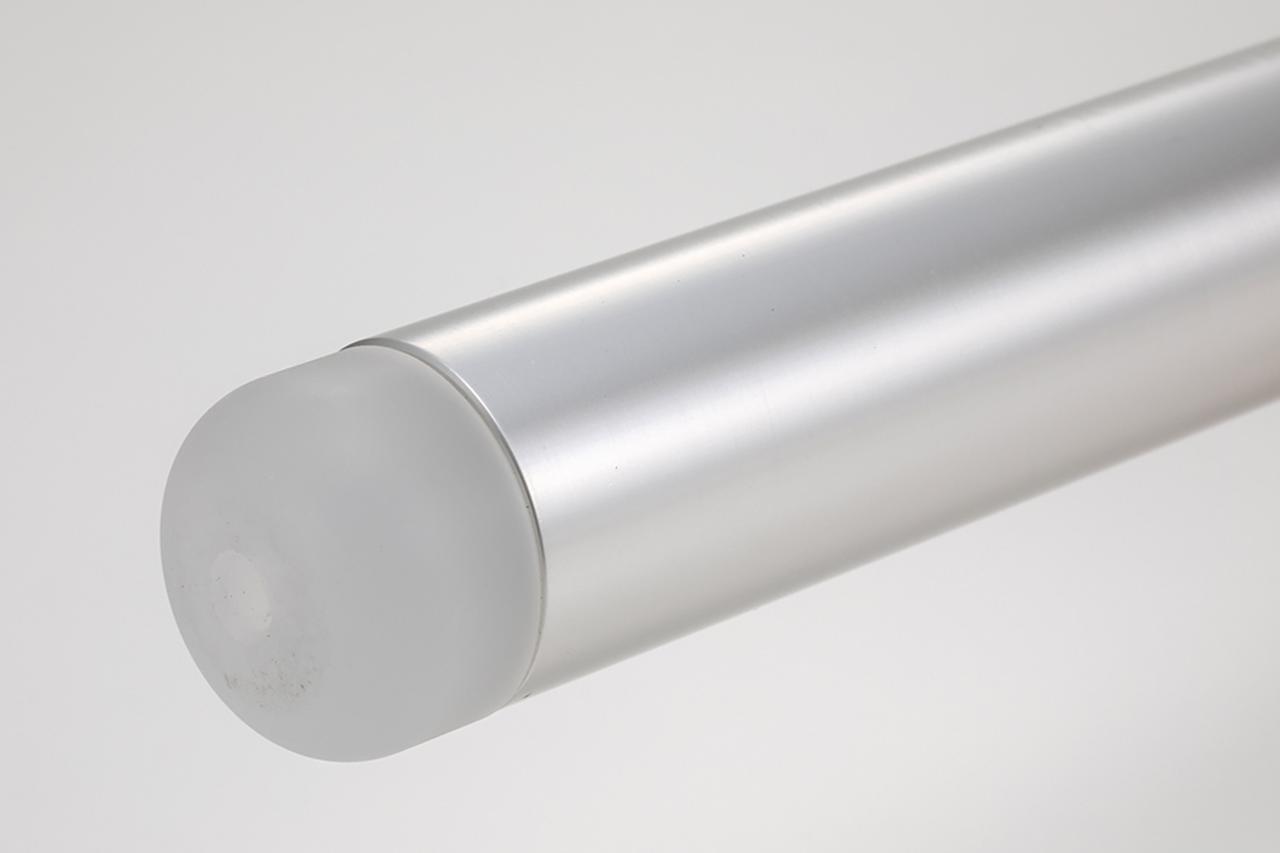 画像: バーエンドに圧入された白色PP樹脂エンドは、必要に応じてレバーガードや汎用ウェイトに交換が可能だ。
