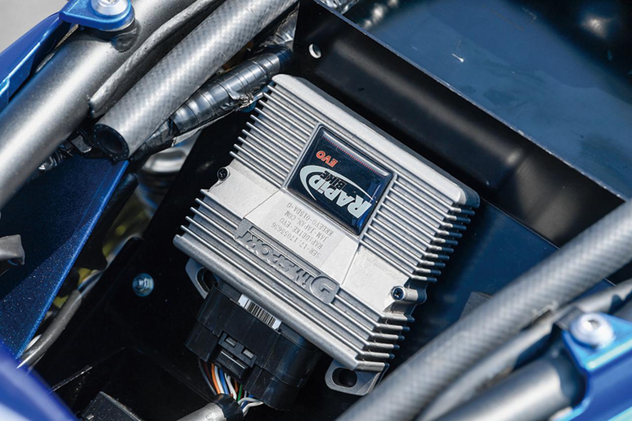 画像: 過給により吸入混合気量、燃料噴射量も変わるため、燃料噴射マップ補正を行う。そのためのサブコンにはRAPID-BIKE EVOを採用した。