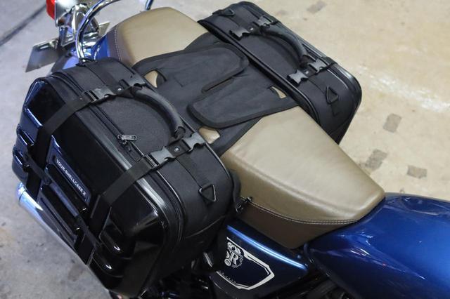 画像: サイドバッグも装着しやすい。これが大型シートバッグの土台となってくれます。