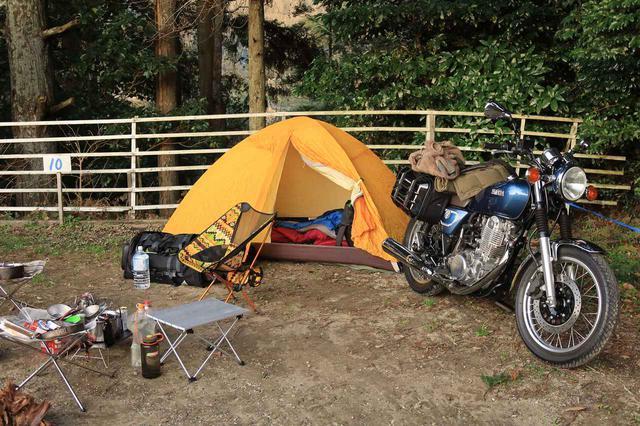 画像2: 僕がキャンプツーリングで持っていく標準的な装備はこちらです。