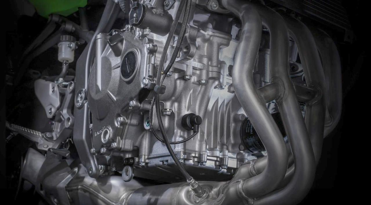 画像: 今回はなんとZX-25Rのエンジン単体も登場!