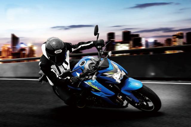 画像1: 「GSX-S1000 ABS」(2020)トリトンブルーメタリック