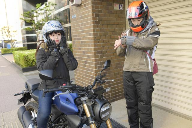 画像: 今回は自分のバイクじゃないので、ランニング用のスマホホルダーを腕につけて私が先導します!