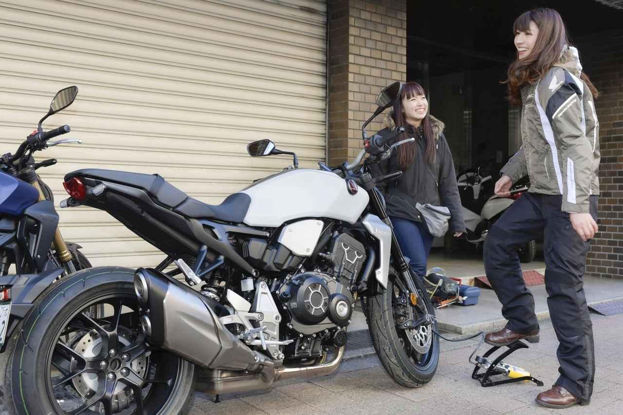 画像1: 今回乗るバイクは、ホンダのCB1000RとCB250R。 もちろん、どっちがどのバイクに乗るか、もう分かりますよね( *´艸`)