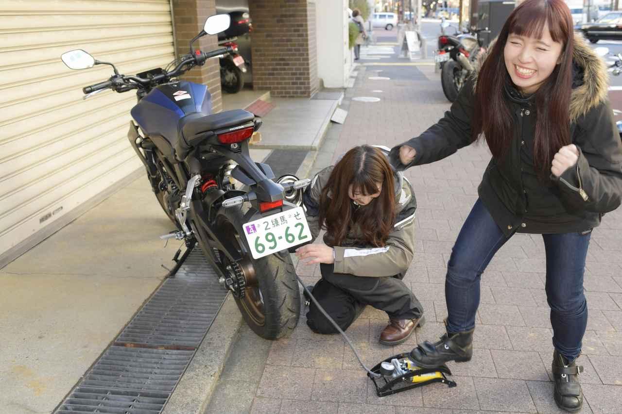 画像2: 今回乗るバイクは、ホンダのCB1000RとCB250R。 もちろん、どっちがどのバイクに乗るか、もう分かりますよね( *´艸`)