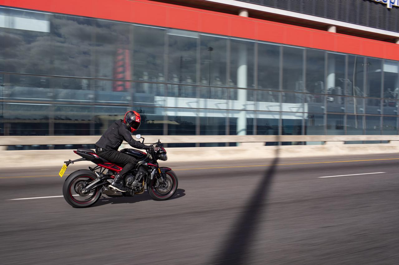 Images : 8番目の画像 - TRIUMPH Street Triple R Lowの写真を全て見る - webオートバイ