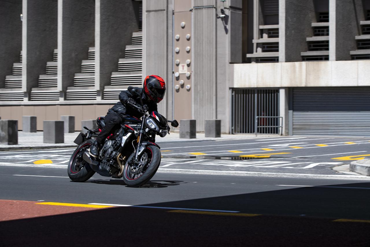 Images : 1番目の画像 - TRIUMPH Street Triple R Lowの写真を全て見る - webオートバイ