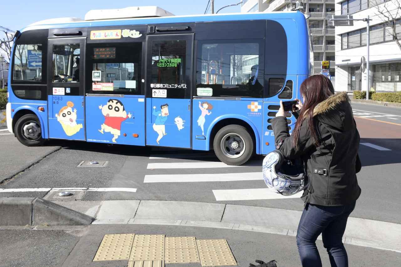 画像: この他にもクレヨンしんちゃんの絵が書いてあるバスがあるみたいだよ!