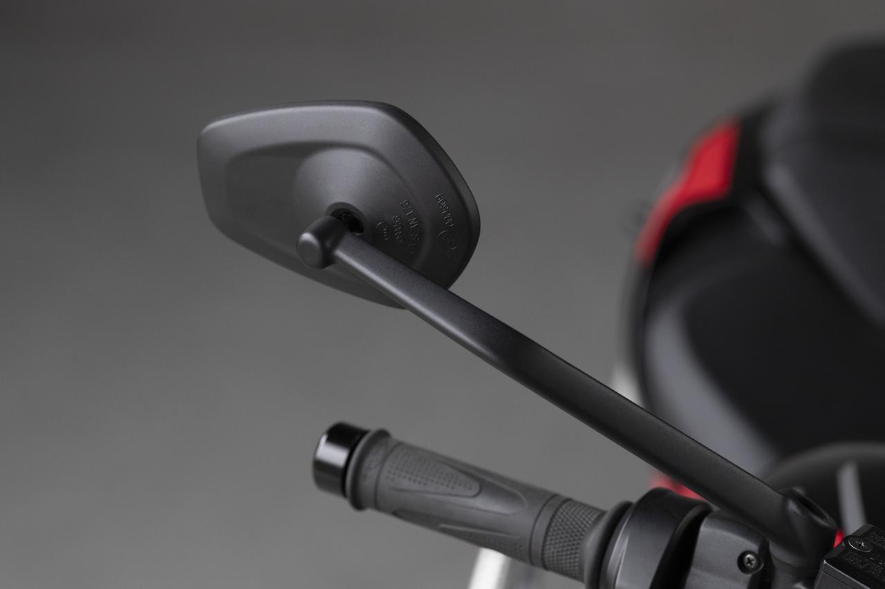 画像: 調整機能が向上した新スタイルのミラー