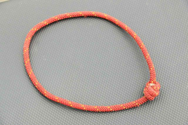画像: ロープで作った輪っか。僕は魔法のループと呼んでいます。