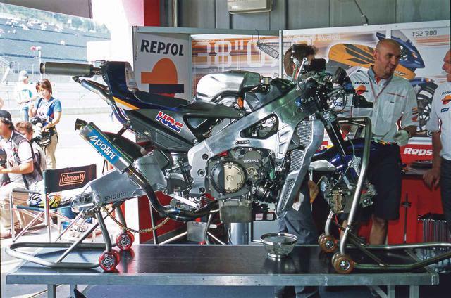 画像3: V4をしのぐバランスのよさを実現した75.5度V型5気筒エンジン